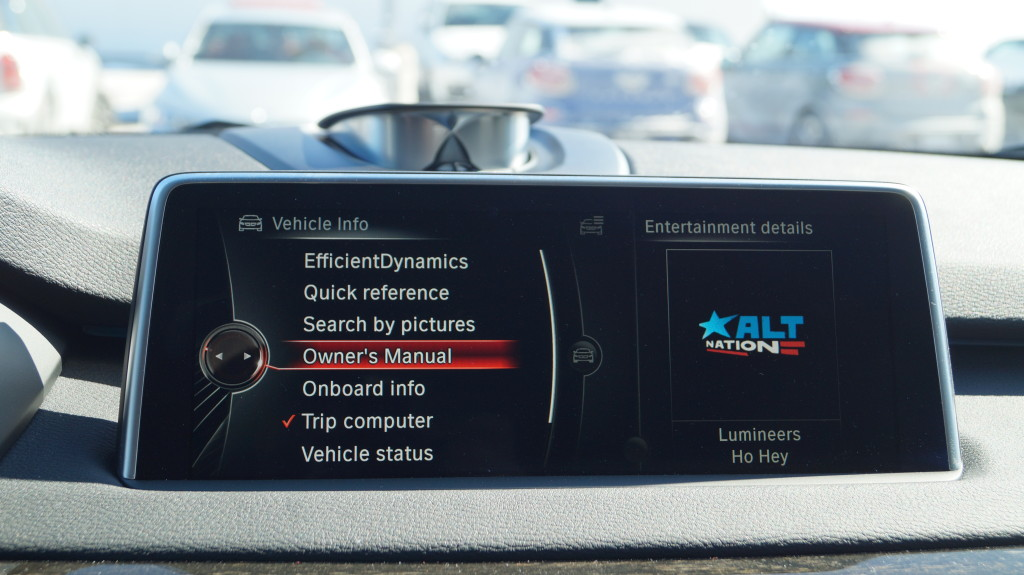 The display screen sits atop the dashboard controlled via the now very mature i-Drive system.