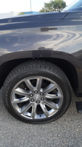 "Optional 22"" aluminium wheels with premium paint cost 985 CAD."