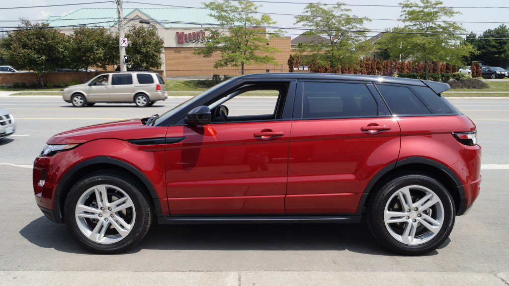 "The 19"" Sparkle Finish Alloy Wheels cost 500 CAD extra and give the Evoque a bolder appearance."
