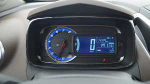 The simply, yet functional instrument display is shared with Aveo and Sonic, as it is the case with the entire platform.
